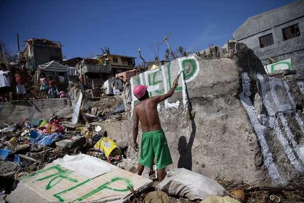 Tyfonens offer bilder