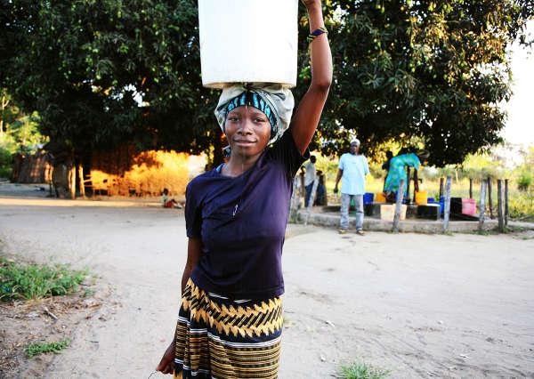 Kvinnor i Tanzania bilder